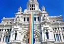 Vox carga contra Almeida por colgar la bandera LGTBI de Cibeles: «que cuelgue la bandera española»