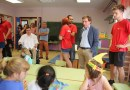 Almeida visita el campamento inclusivo que se desarrolla en el colegio Marqués de Suanzes