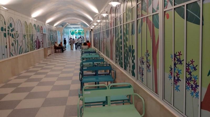 El Hospital infantil Niño Jesús presenta su nueva decoración recreando el ambiente de El Retiro