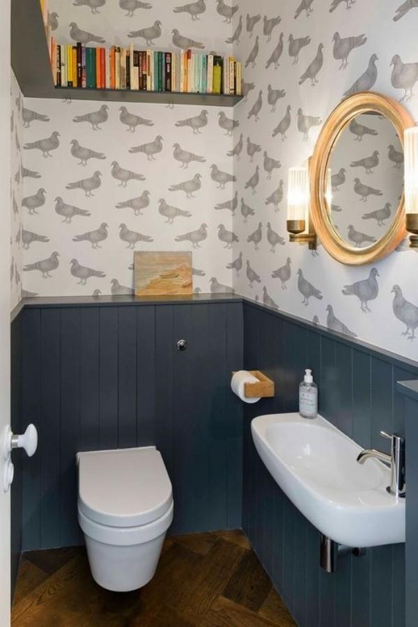 Phòng tắm nhỏ dưới gầm cầu thang