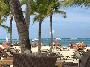 Review Secrets Royal Beach - very busy beach