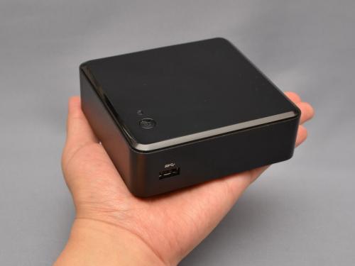 ノートパソコンより小さいインテルの超小型PC自作キット「NUC」