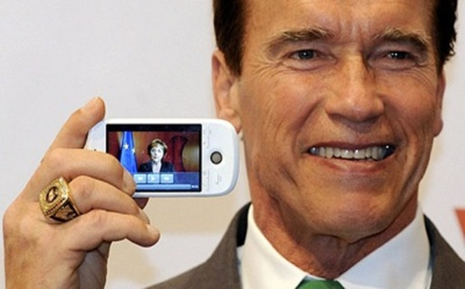 arnold-schwarzenegger-htc-magic_jpg