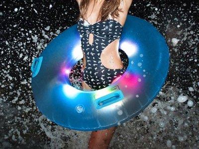 leuchtender Schwimmreifen Vorschau