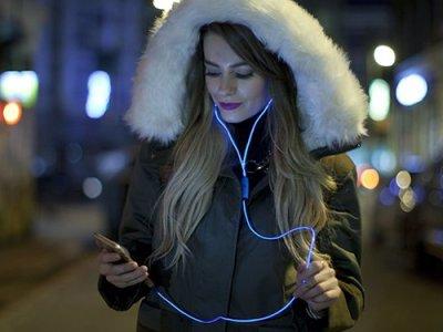 Leuchtende In Ear Kopfhörer Vorschau