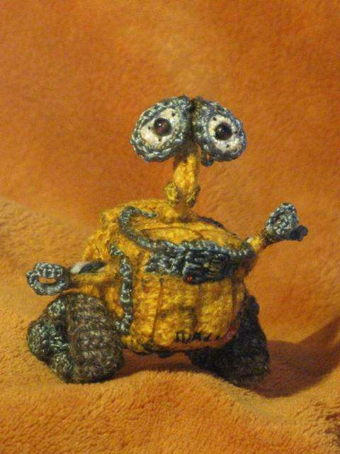 wall e crochet doll