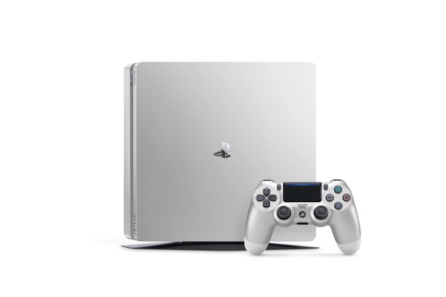 PS4 2000 Silver 02