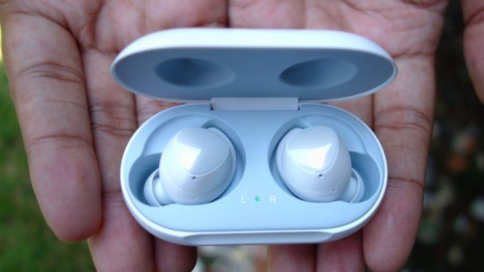 jenis headphone kecil yang tidak ada kabel sama sekali sekarang semakin terkenal di kalangan p Review Samsung Galaxy Buds – Headphone Nirkabel yang Nyaman dan Tahan Lama