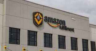 amazon paying people to tweet about warehouse working conditions fulfillment center shakopee minnesota