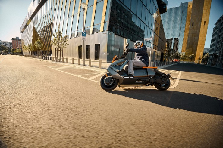 BMW CE 04 electric scooter introduced with a speed of up to 120 km / h and acceleration from 0 to 50 km / h in 2.6 seconds