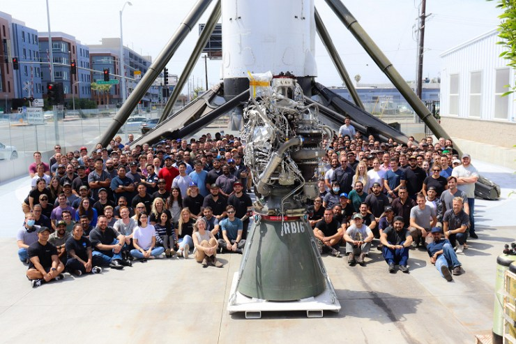 Elon Musk showed the 100th assembled SpaceX Raptor engine, there are still several thousand left to build a city on Mars