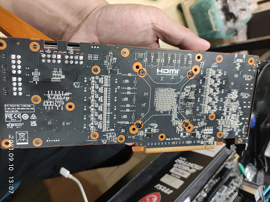 An unreleased AMD mining graphics card spotted in China.  She has 10 GB of GDDR6 memory and a performance of about 40 MH / s
