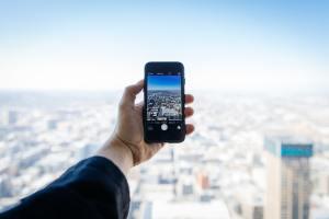 Una Smart City se debe de realizar una inversión tecnológica en aspectos sociales, tecnologías de comunicación, infraestructuras de energía, transporte, etc