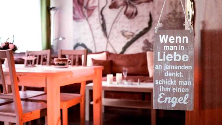 terrassen-apartment-wohnzimmer-lounge-schlafsofa