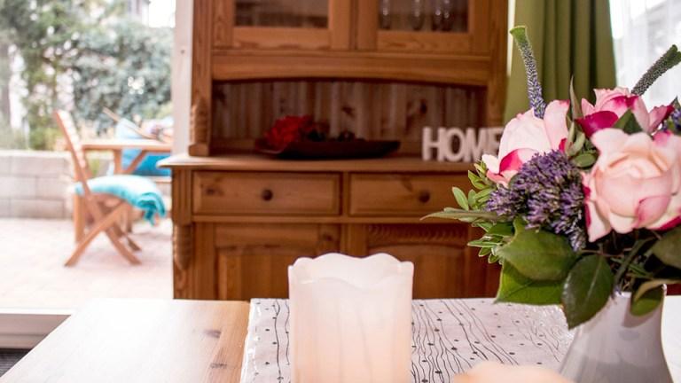 terrassen-ferienwohnung-wohnzimmer-essplatz-wohlfühl-flair