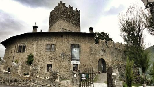 Tour de Villa la-mostra-fotografica-islanda-il-fascino-estremo-del-nord-al-castello-la-tour-de-villa-di-gressan-2