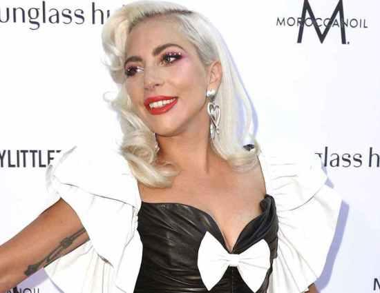 Lady Gaga asiste a los Fashion Los Angeles Awards