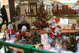 Im Einkaufcenter Weihnachtsdekoration