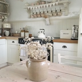 Affordable English Country Kitchen Decor Ideas 05