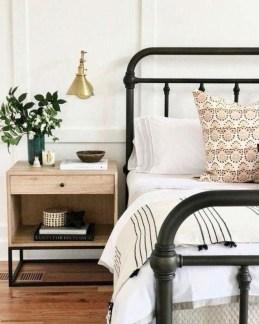 Captivating Farmhouse Bedroom Ideas 43