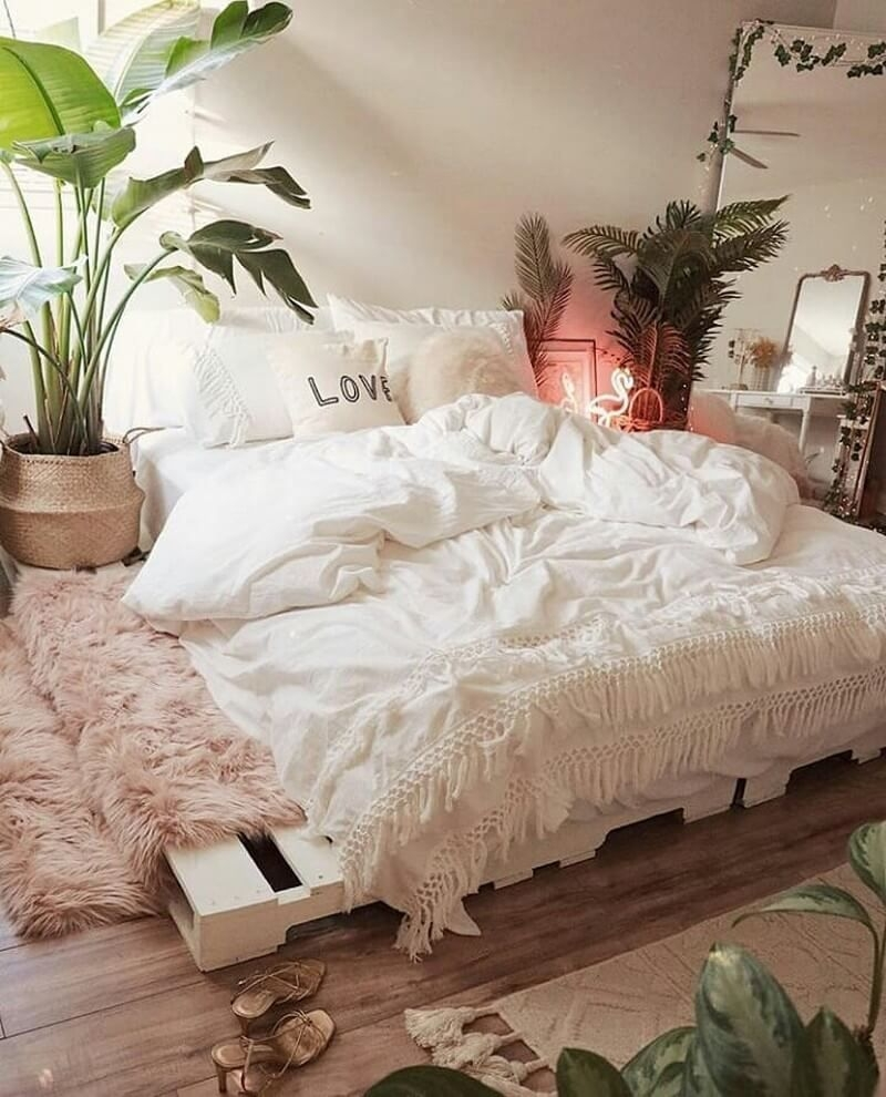 Catchy Bedroom Ideas That Will Make You Cozy 43