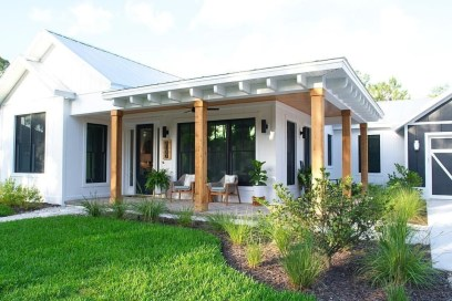 Incredible Farmhouse Exterior Ideas With Metal Roof 16