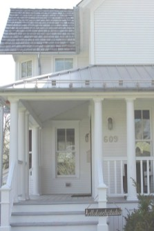 Incredible Farmhouse Exterior Ideas With Metal Roof 31