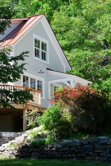 Incredible Farmhouse Exterior Ideas With Metal Roof 32