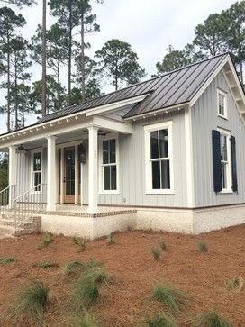 Incredible Farmhouse Exterior Ideas With Metal Roof 33