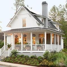 Incredible Farmhouse Exterior Ideas With Metal Roof 39