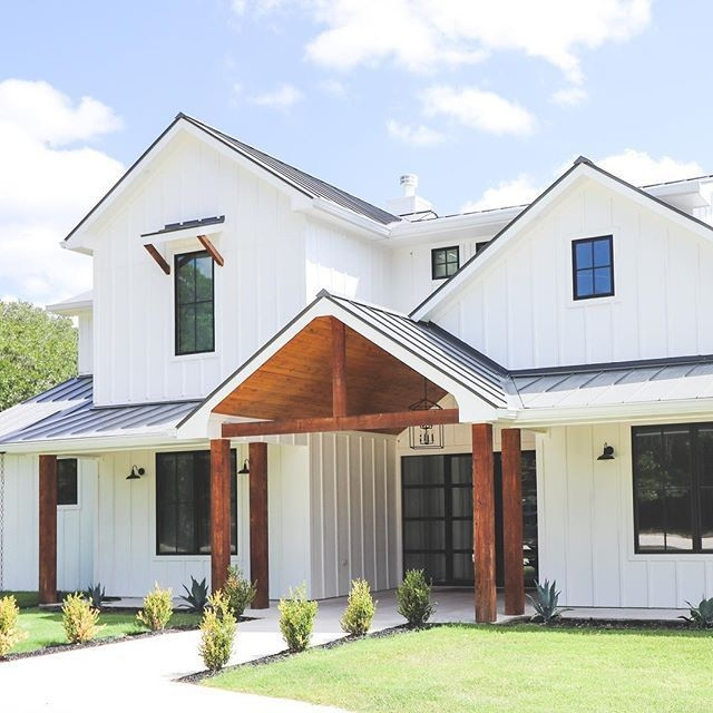 Incredible Farmhouse Exterior Ideas With Metal Roof 41