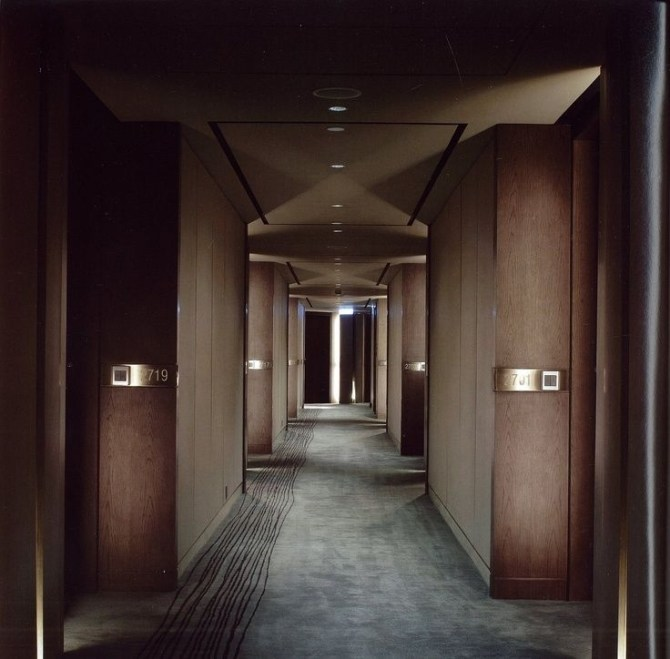 Marvelous Home Corridor Design Ideas That Looks Modern 37
