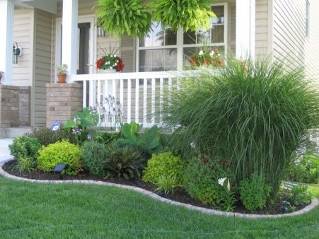 Wonderful Front Yard Ideas With Contemporary Fence 05