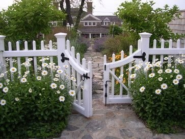 Wonderful Front Yard Ideas With Contemporary Fence 18
