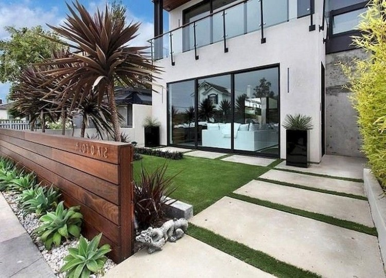 Wonderful Front Yard Ideas With Contemporary Fence 21