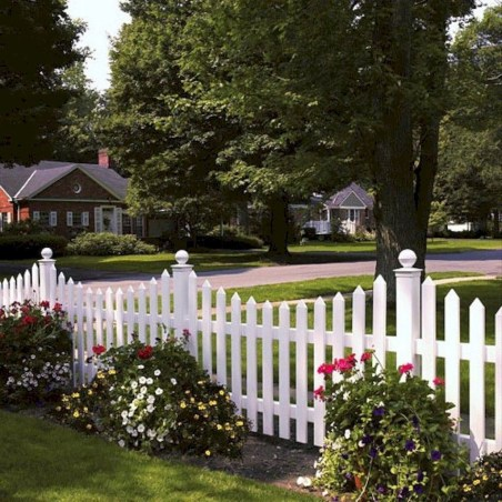 Wonderful Front Yard Ideas With Contemporary Fence 49