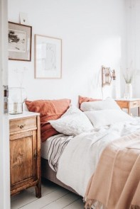 Gorgeous Bedroom Ideas For Couples On A Budget To Try 11