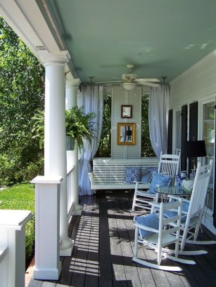 Lovely Summer Decorating Ideas For Front Porch 30