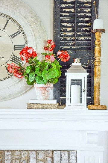 Unique Summer Mantel Decorating Ideas To Try 10