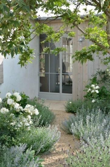Newest Green Grass Design Ideas For Front Yard Garden 03