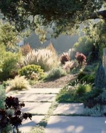 Newest Green Grass Design Ideas For Front Yard Garden 16
