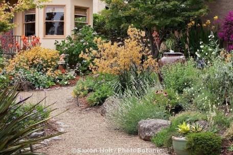 Newest Green Grass Design Ideas For Front Yard Garden 20