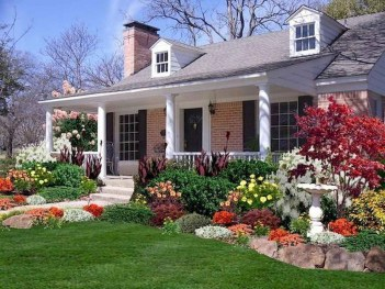 Pretty Front Yard Landscaping Design Ideas For You 02