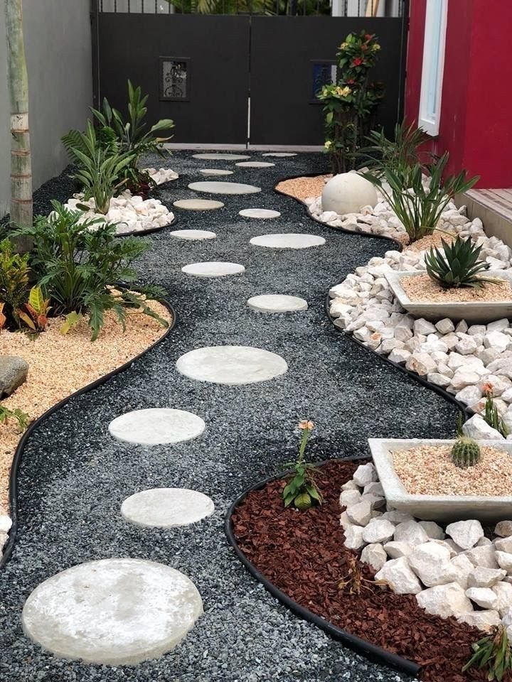 Pretty Front Yard Landscaping Design Ideas For You 06