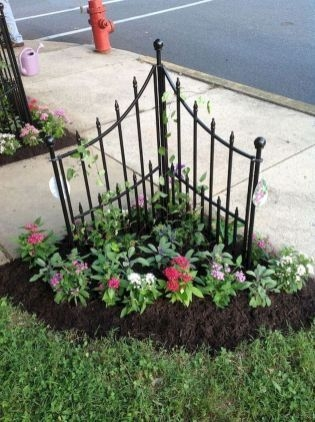Pretty Front Yard Landscaping Design Ideas For You 14
