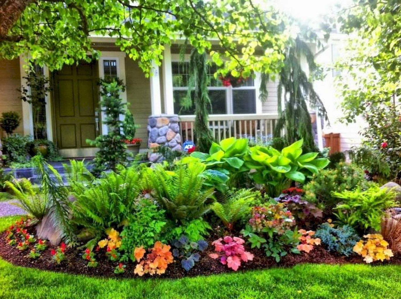 Pretty Front Yard Landscaping Design Ideas For You 26