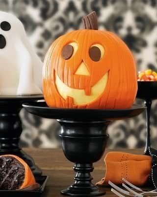 Admiring White And Orange Pumpkin Centerpieces Ideas For Halloween 04