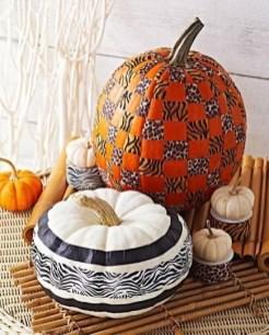 Admiring White And Orange Pumpkin Centerpieces Ideas For Halloween 14