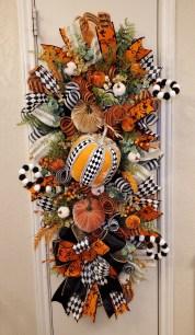 Admiring White And Orange Pumpkin Centerpieces Ideas For Halloween 18