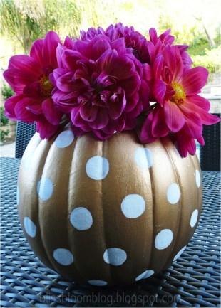 Admiring White And Orange Pumpkin Centerpieces Ideas For Halloween 29